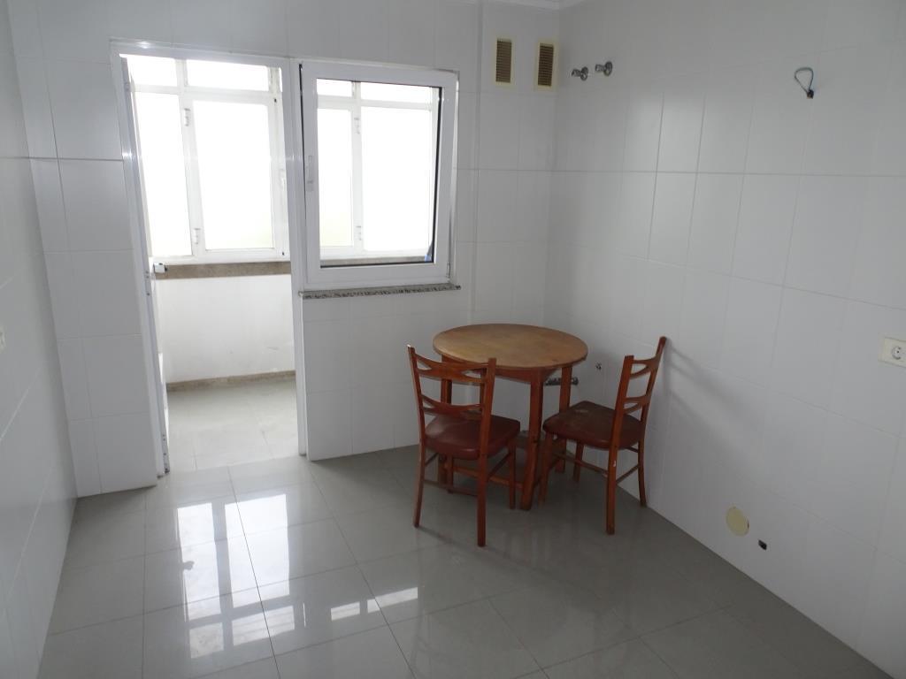 Piso de 4 dormitorios, Avda. de Magoi