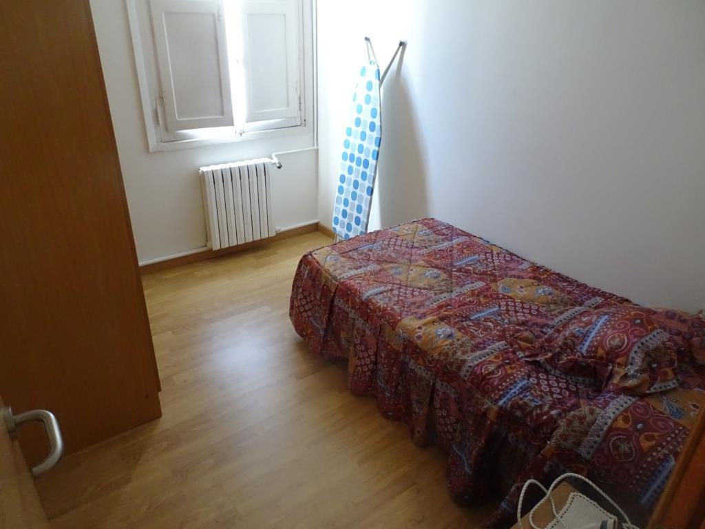 Piso de 4 dormitorios + buhardilla, Becerreá
