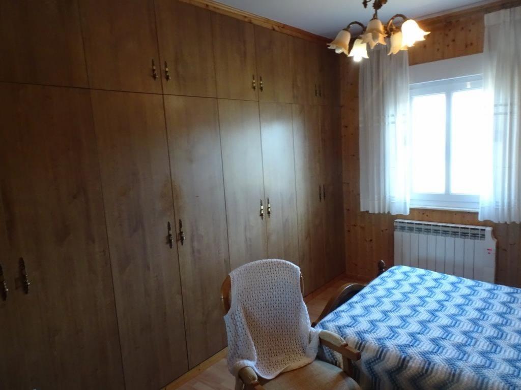 Chalet adosado de 5 dormitorios, Rábade