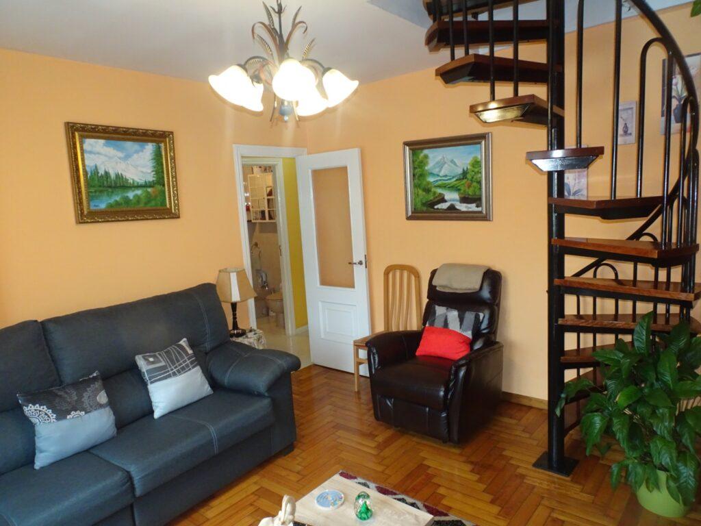 Apartamento dúplex de 2 dormitorios, Calle Guardias