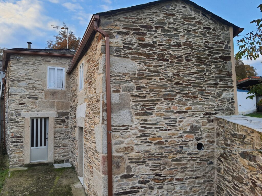 Casa de Piedra, Porto Meilán-Adai