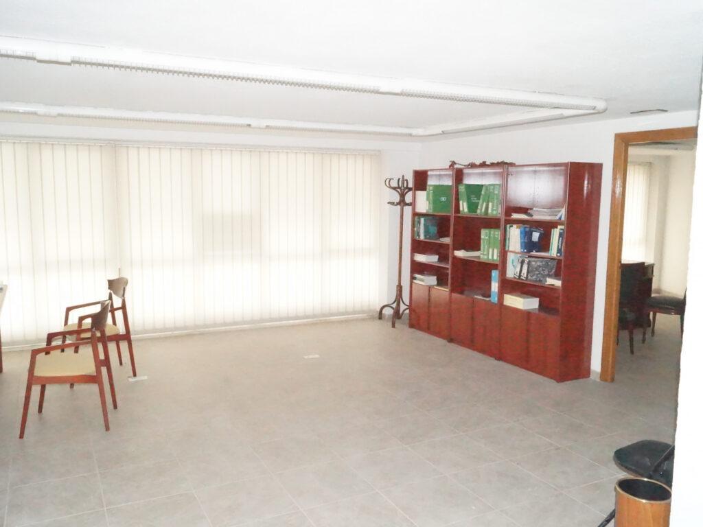 Entreplanta. Avda. de La Coruña